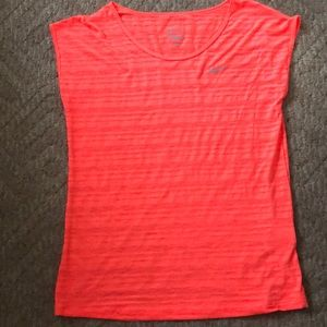 Super soft and bright Nike top!